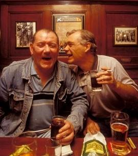 due uomini al pub